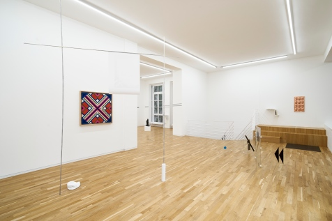 Exhibition view. From left to right: Sarah Lehnerer, The Other*, 2018; Eduardo Terrazas, Possibilities of Structures: Diagonals 1.3.11, 1975—2015; Per Kirkeby, Kopf und Arm I, 1985; Alessandro Balteo-Yazbeck, Level, 2017 (Private Performance); Marlon de Azambuja, Solide und Stabil, 2018; Isa Genzken, Skulpturen, 1986; Al Taylor, Endcuts, 1997; Willi Baumeister, Das Unbekannte in der Kunst, 1947; and Oliver Laric, Life Masks, 2016.